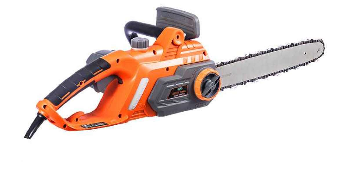 Automatic Chainsaw Is An Ideal Tool For Cutting Large Branches